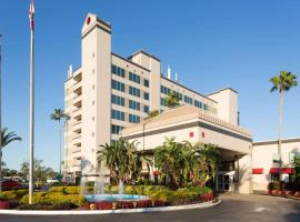 Ramada by Wyndham Kissimmee Gateway, hotel in Orlando