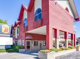 Super 8 Beachfront by Wyndham Mackinaw City, MI, motel in Mackinaw City