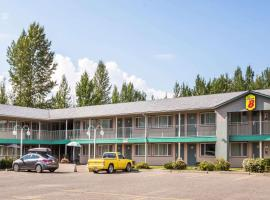 Super 8 by Wyndham Quesnel BC, hotel em Quesnel
