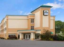 Days Inn & Suites by Wyndham Albany, hotel near Albany International Airport - ALB, Albany