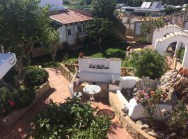 Casinhas da Figueira, hotel cerca de Campo de golf Parque da Floresta, Budens