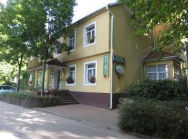 Hotel Arnold, hotel Tatán