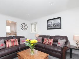 Prime Commuter Executive Apartment Dunfermline, budget hotel in Dunfermline