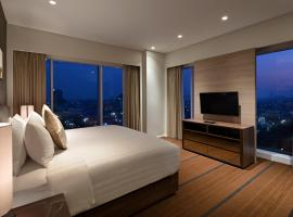 Oakwood Hotel & Residence Surabaya, hotel with parking in Surabaya