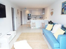 Saltwater Suites at Fistral, apartment in Newquay