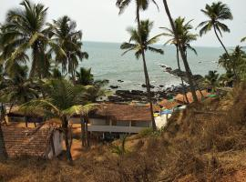 Om Ganesh Naik Guest House, hotel near Tiracol Fort, Arambol