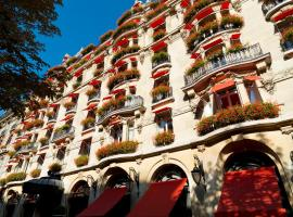 Hôtel Plaza Athénée - Dorchester Collection, hotel near Arc de Triomphe, Paris