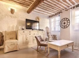 Bijou Apartment in Safranier - Old Town Antibes, hotel cerca de Museo Picasso, Antibes