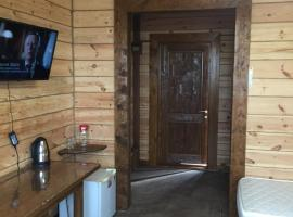 Papa Karlo Guest House, guest house in Goryachinsk