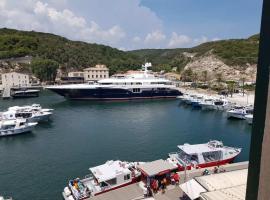 Superbe T3 sur la Marina de Bonifacio, appartement à Bonifacio