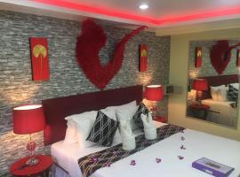 Fong Kaew and Baan Nang Fa Guesthouse, homestay in Patong Beach
