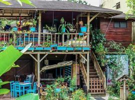 Wood House Hostel, hotel en Fortuna