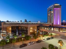 Delta Hotels by Marriott Burnaby Conference Centre, hotel near Olympic Village Skytrain Station, Burnaby