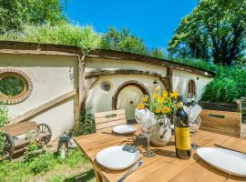 Pod Hollow: Hobbit Home, hotel in West Stow