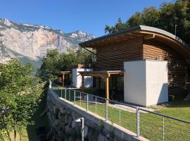 Chalet Resort Drena, cabin in Drena