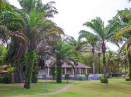 African Queen Lodge, hotel in Assinie