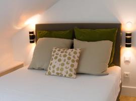Studio au charme authentique, hotel near Le Golf National, Guyancourt