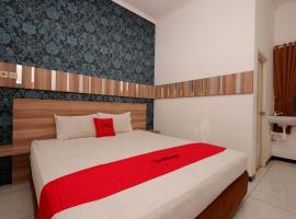 RedDoorz near Plaza Simpang Lima, guest house in Semarang