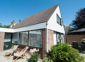 Vintage Holiday Home in South Holland by the Forest, villa in Noordwijkerhout