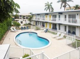 Lovely apartment on the canal with a pool, apartment in Fort Lauderdale