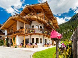 Chalet Vites Mountain Hotel, hotel a Canazei