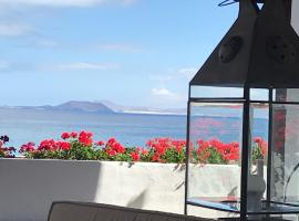 Hotel Casa Del Embajador, hotel in Playa Blanca