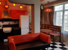 Apartment on Nazarbayeva 77, hotel near Almaty Central Mosque, Almaty