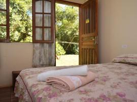 Iguassu Eco Hostel - IguassuEcoHostel - Eco Suítes, guest house in Foz do Iguaçu