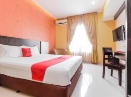 RedDoorz near Pasar Pagi Cirebon, hotel in Cirebon