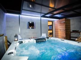 Chambres d'hotes Deluxe Jacuzzi Mas de l'Etoile, hotel in Aigues-Mortes