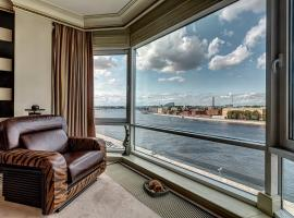 Romantic Apartment with a panoramic view, hotel with pools in Saint Petersburg