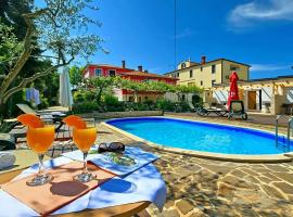 Apartmani Elio, hotel with pools in Umag