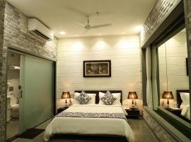 Tribecca Select Ahmedabad, hotel near Sardar Vallabhbhai Patel International Airport - AMD, Ahmedabad