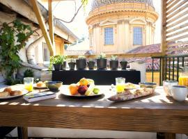 Vieux Nice - Exceptionnel Appartement - Calme et Terrasse avec vues, hotel near Castle Hill of Nice, Nice