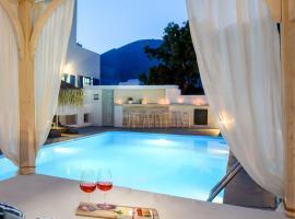 Aegeeis, hotel u gradu Perisa