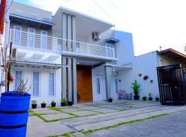 Rumah Mba Ayu, hotel with parking in Yogyakarta