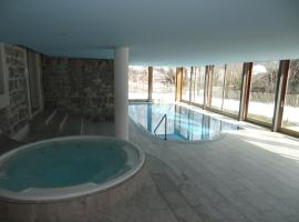 Luxury Apartment, Panoramic Mountain Views, 5* Spa Facilities - 4 Bedroom, hotel in Chateau-d'Oex