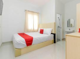 RedDoorz near Siloam Hospital Palembang, guest house in Palembang