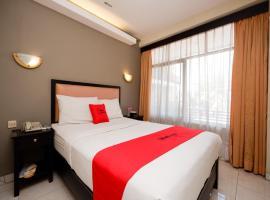 RedDoorz Plus @ Singosari Raya, hotel in Semarang