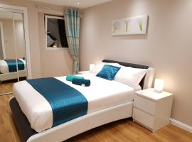 Glasgow's City Centre Refined 3 bedroom apartment, family hotel in Glasgow