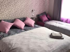 "Apartment ""Flowers"", hotel near Mezaparks Recreation Park, Riga"