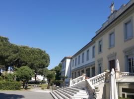 """Casa per Ferie """"Sacro Cuore"""", hotel in Marina di Massa"""
