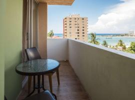 Emerald One Bedroom Suite At Turtle Towers, accessible hotel in Ocho Rios