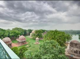 Heritage Apartment @ Hauz Khas Village, hotel near National Rail Museum, New Delhi