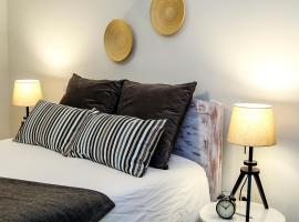 Cosy Apartment - Amadora, hotel in Amadora