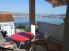 Apartments by the sea Okrug Donji, Ciovo - 12310, Ferienwohnung in Okrug Gornji