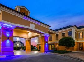 Best Western Inn & Suites, hotel near Guadalupe River Tubing, New Braunfels