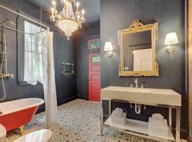 2bd French Luxury w/ courtyard, villa in New Orleans