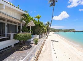 Ban Mok Talay Beachfront Villa, отель в городе Пляж Банг Рак
