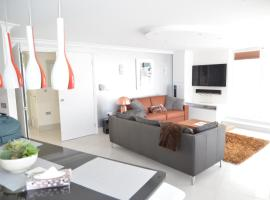 Luxury hi-end modern penthouse Regent's Park NW1, hotel with pools in London